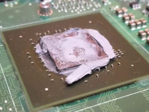 Pasta termoprzewodząca na procesorze, która straciła swoje właściwości